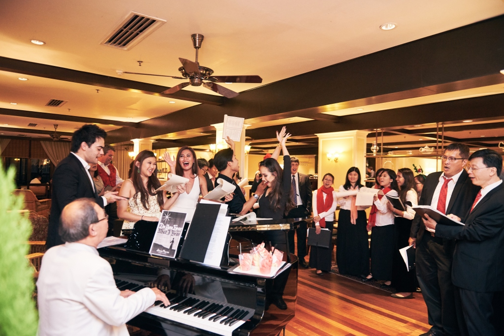 carolling-with-resident-pianist-affectionately-known-as-uncle-steven-at-cameron-highlands-resort