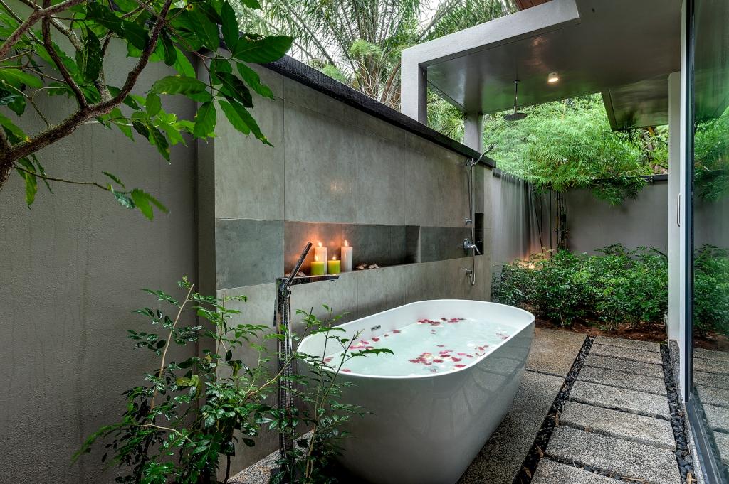 vana-villa-outdoor-bath